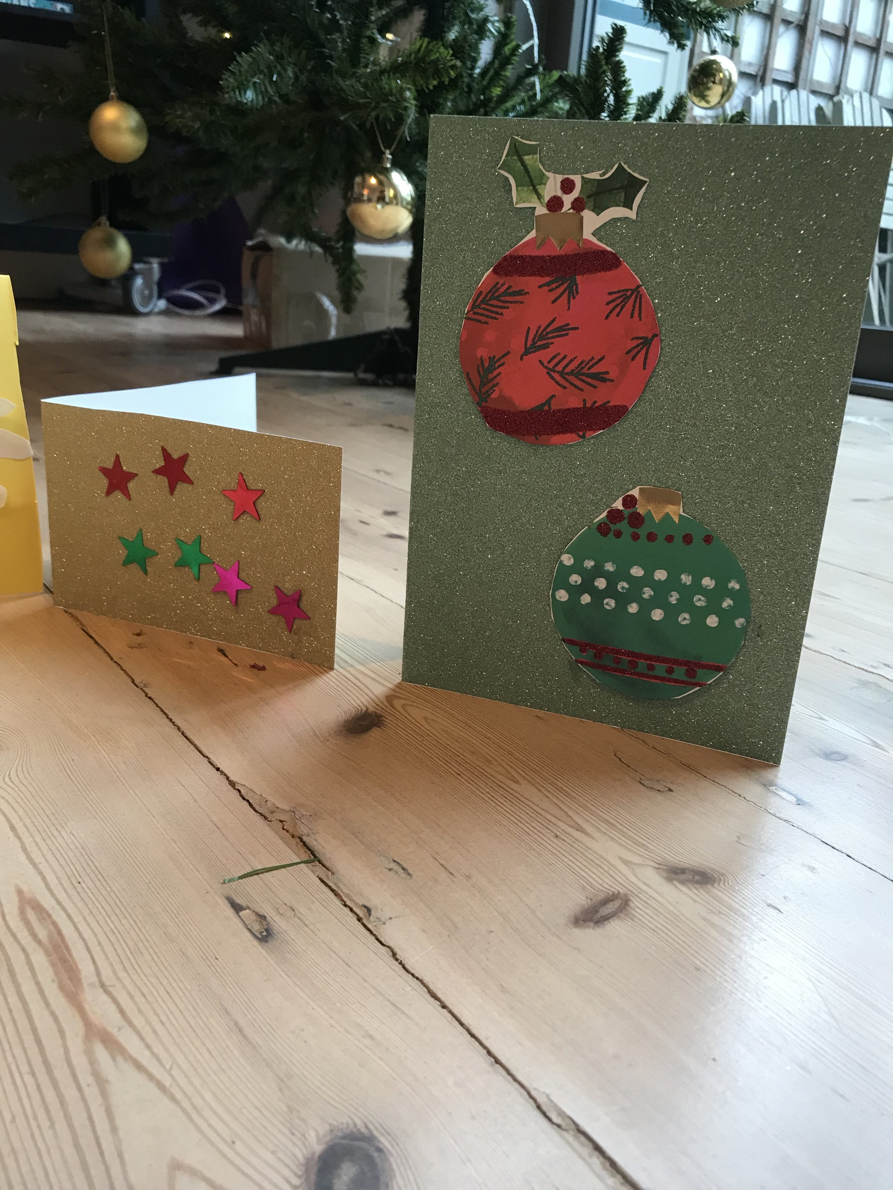 Homemade Christmas cards, craft activities with toddlers with Nurture Collective Ethical Baby Clothing